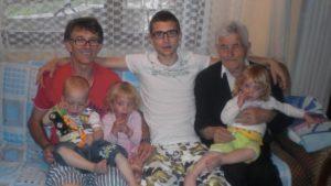 porodica-komarica-ljubisa-sa-sinom-ocem-miloradom-i-unucima