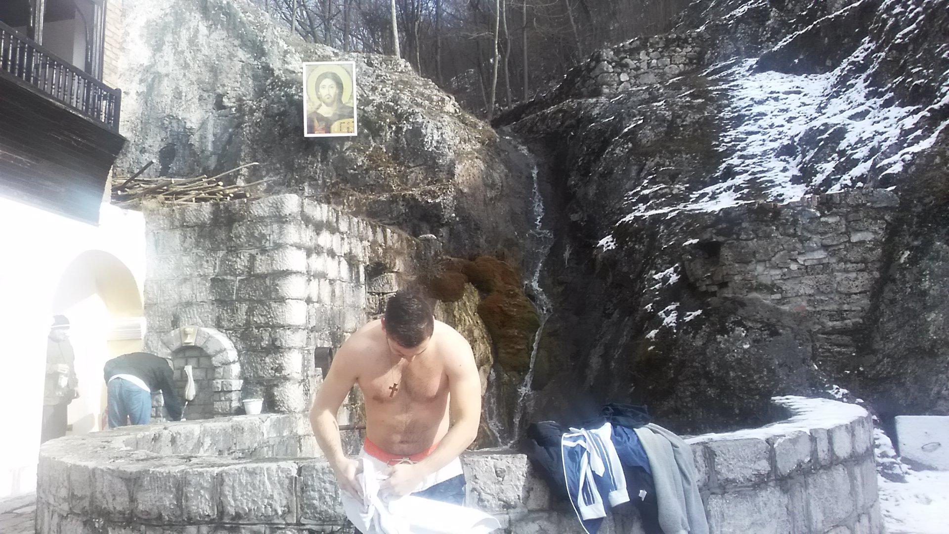 Ivan Obrenić pored jezerceta