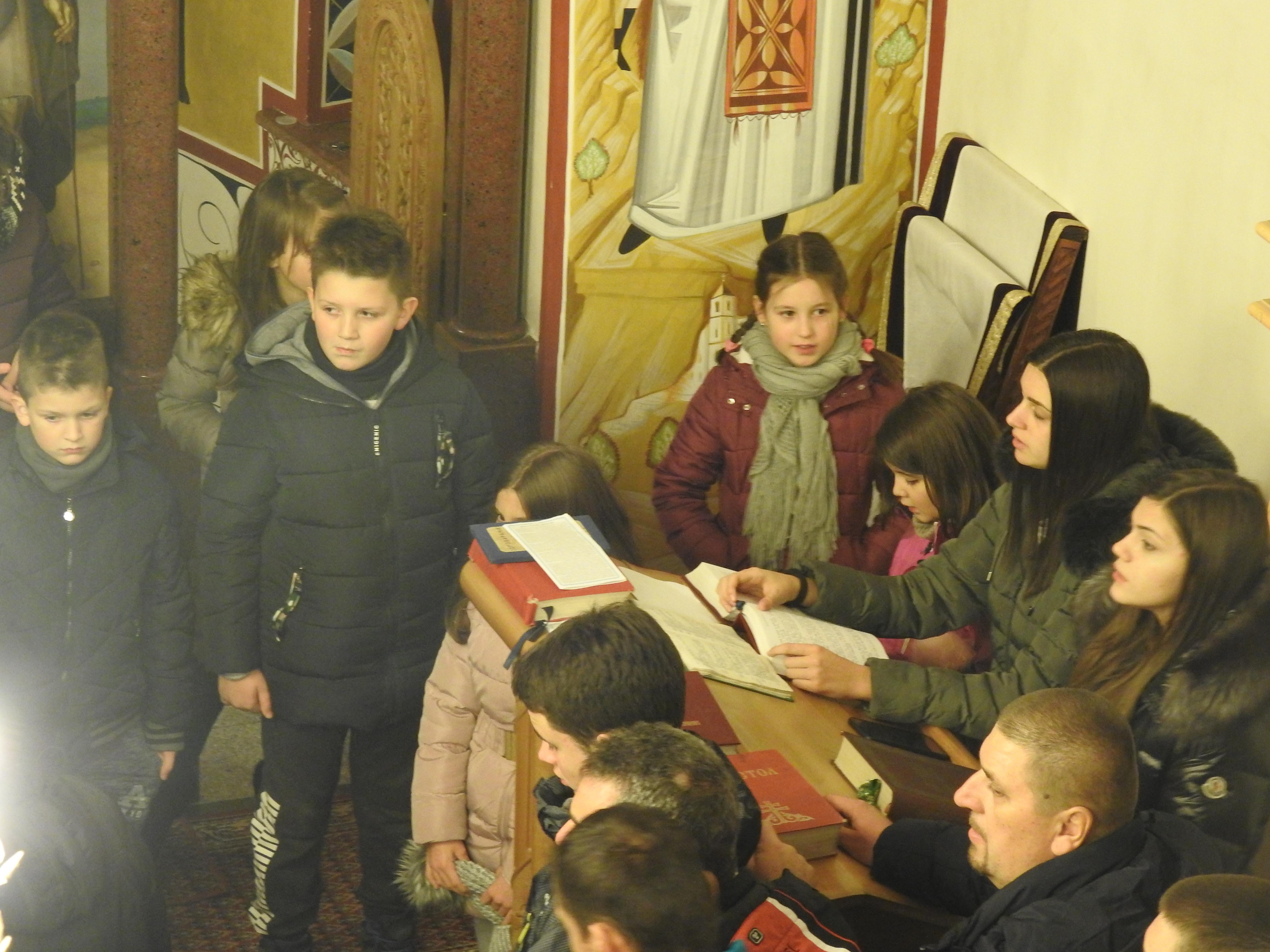 Djeca na Bozićnoj liturgiji 18