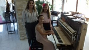 Danka Popović, Asja Dragaš i Anja Sokić