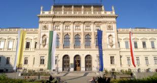 Hauptgebäude frontal