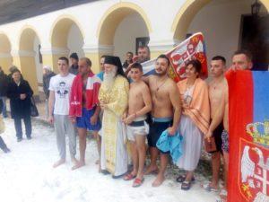 Vjernici sa igumanom Vladislavom nakon pogruzenja