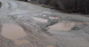 Oštećenja na lokalnom putu Trlica - Adrovići