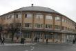 zgrada opštine i ljudi